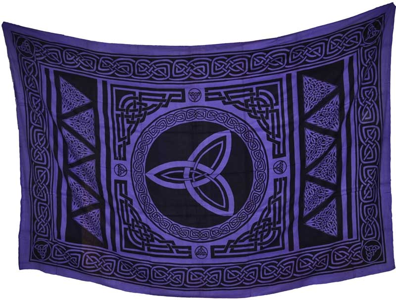 Triquetra Tapestry (72x108)